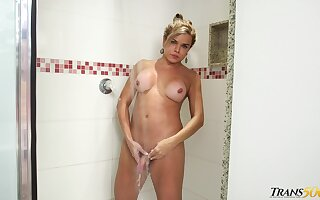 Bootyful shemale Hilda Brazil is taking a shower