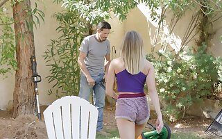 Hardcore fucking between a gardener and big Chief wife Gizelle Blanco