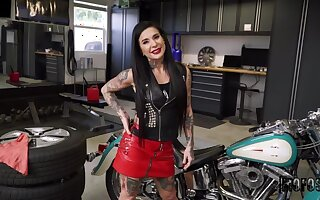 Winsome tattooed experienced inclusive Joanna Angel receiving a cumshot